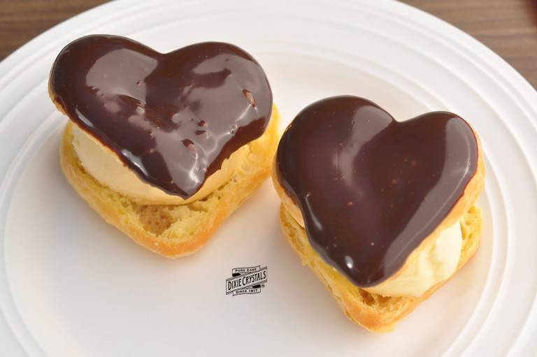 Heart-Puff-Pastry-with-ice-cream-chocolate-sauce-dixie-768x511.jpg