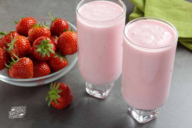 Low-Fat-Strawberry-Smoothie-dixie-768x512.jpg