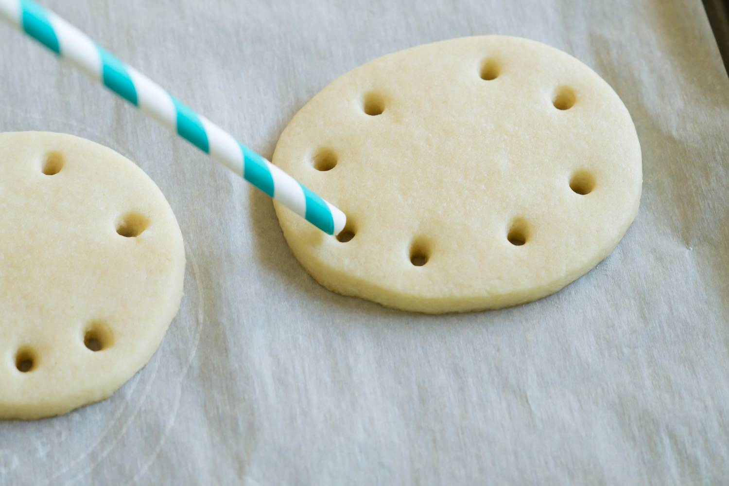 Ribbon Easter Egg Cookies - straw
