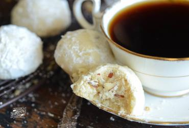 Almond Shortbread Tea Cookies