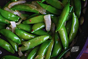 Caramelized Onions & Sugar Snap Peas