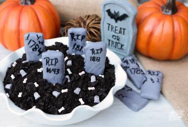 Graveyard Cookies & Cream Dip
