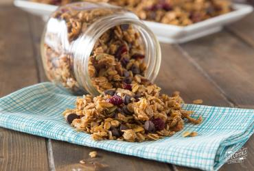 Homemade Granola with Pumpkin Seeds, Honey & Cranberries
