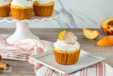 Peach Cobbler Cupcakes & Whipped Cream Icing