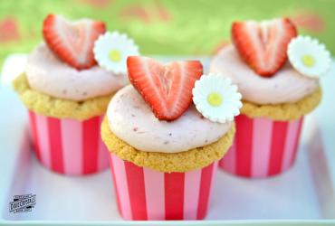 Strawberry Greek Yogurt Cupcakes