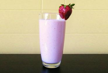 Strawberry Rhubarb Cheesecake Smoothie
