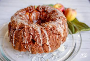 Apple Cinnamon Pecan Stuffed Pull-Apart Bread