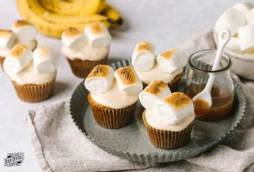 Bananas Foster Cupcakes with Roasted Marshmallow Tops