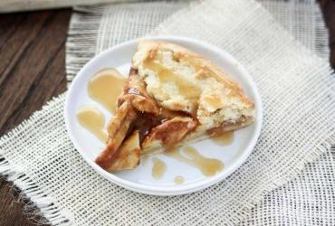 Caramel Apple Rustic Pie