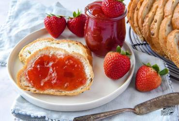 Low Sugar Strawberry Fruit Spread