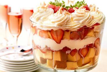 Strawberry Mascarpone Cream Trifle