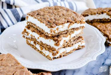 Oatmeal Cream Pie Cookie Bars