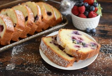 Summer Berries Pound Cake