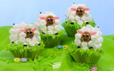 How to Make Easter Lamb Carrot Cake Cupcakes